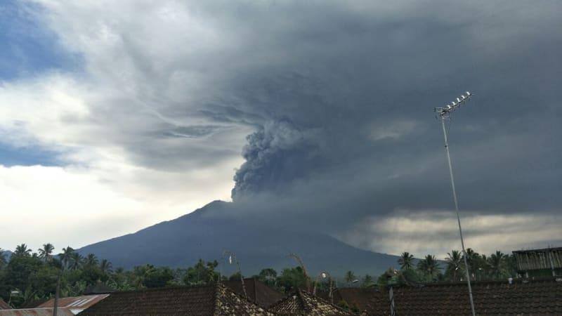 Pemerintah Diminta Kaji Dampak Erupsi Gunung Agung