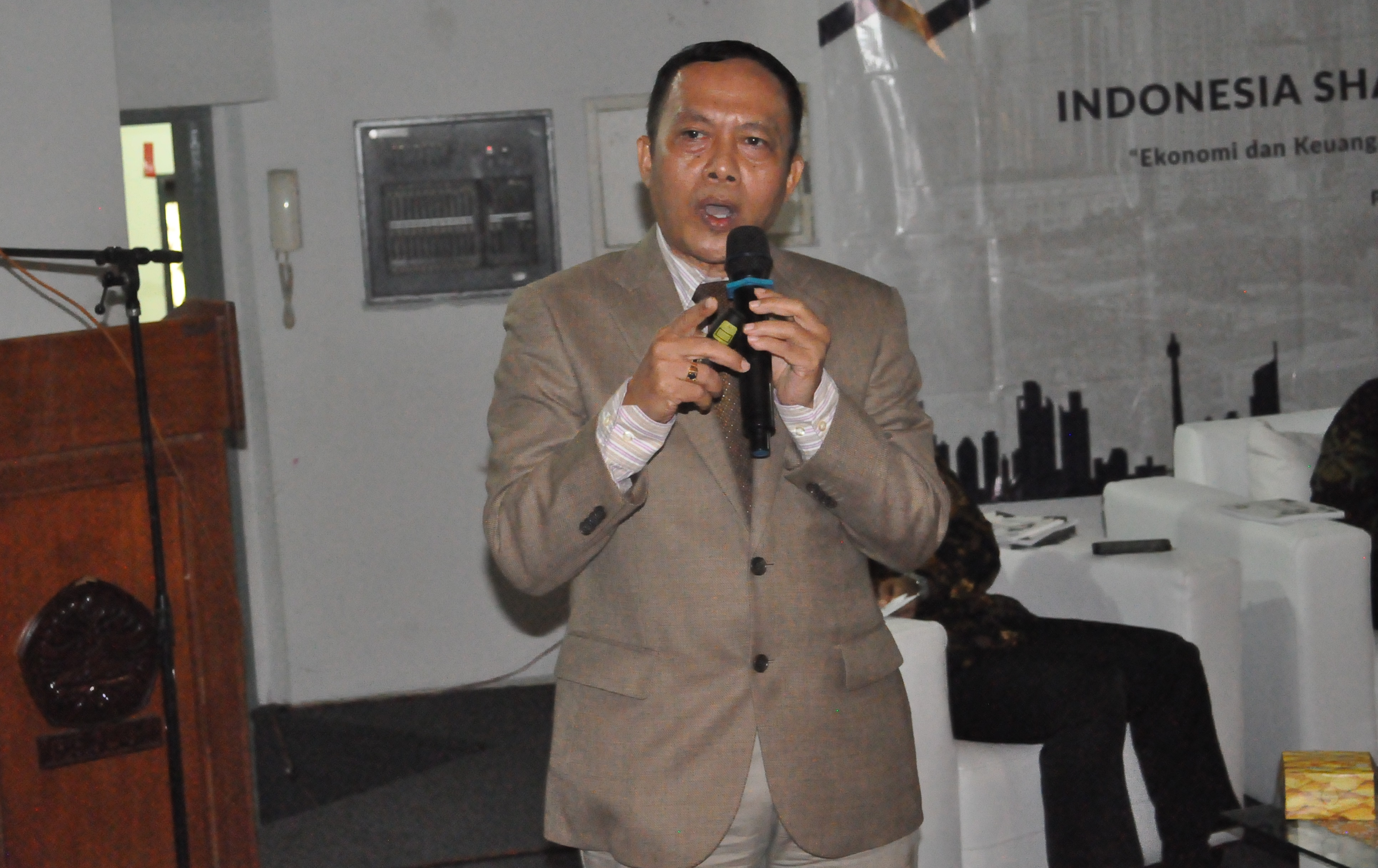 IHW Dorong Pemerintah Terapkan UU JPH Bagi Barang Impor dan Restoran Asing
