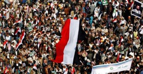 Ribuan Massa Turun ke Sanaa Setelah Bentrokan Mematikan