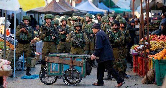 Komandan Tentara Israel Tertangkap Kamera Mencuri Apel Milik Pedagang Palestina