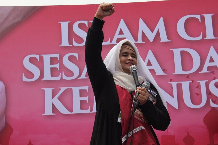 Puisi Bunda Neno Warisman yang Menggetarkan dalam Aksi Bebaskan Baitul Maqdis