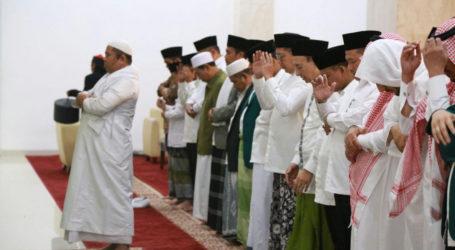 Menag Shalat Gerhana Bersama Ribuan Umat di Masjid Raya Hasyim Asyari