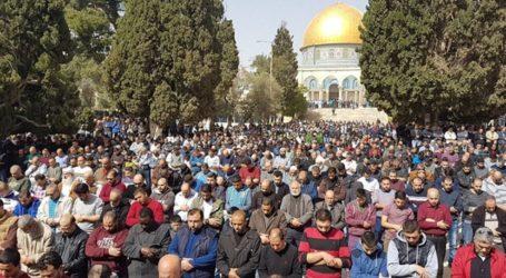 Sekitar 50.000 Muslim Shalat Jumat di Masjid Al-Aqsha