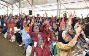 Serahkan KIP dan PKH, Jokowi Harap Angka Kemiskinan Turun