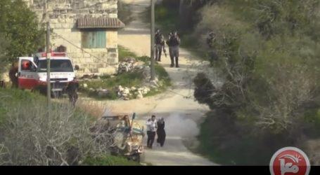 Tentara Israel Lempar Bom ke Warga yang Gendong Bayi