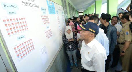 Mendikbud Tinjau Program Revitalisasi di SMK Negeri 9 Bandung