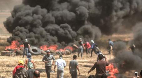 Halangi Sniper Israel, Warga Gaza Terapkan Taktik Bakar Ban