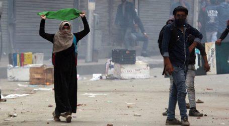 Mahasiswa Kashmir Bentrok dengan Polisi India di Srinagar