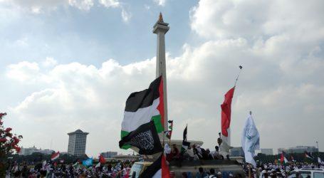 Ribuan Bendera Palestina Berkibar di Monas