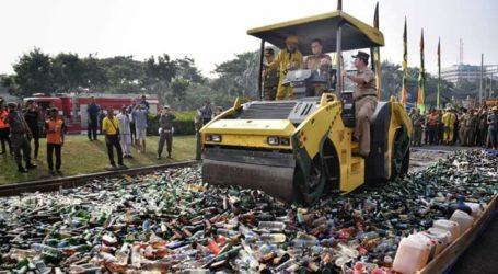Jelang Lebaran, Pemprov DKI Jakarta Musnahkan 14.997 Botol Miras