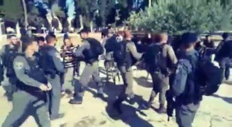 Tentara Zionis Serang Halaqah Al-Quran Jamaah Al-Aqsha