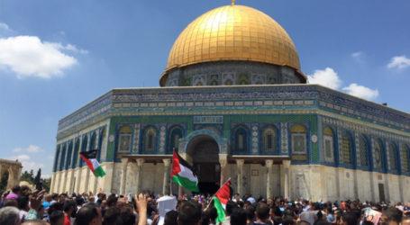 Ratusan Warga Palestina Demo Otoritas Palestina di Al-Aqsha