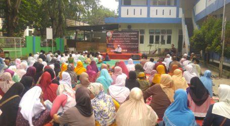 Sekolah Tahfidz DTI Salurkan 300 Paket Santunan Ramadhan
