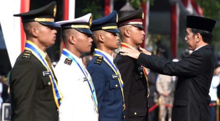 Jokowi Lantik 724 Perwira Remaja TNI dan Polri