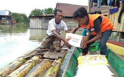 RZ Beri Bantuan untuk Korban Banjir Wajo Sulawesi Selatan