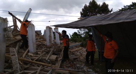 UAR Bangun Mushola Darurat Bagi Korban Gempa di Kayangan Lombok Utara