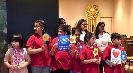 Anak-anak Toronto Tanam Benih Perdamaian dengan Parlemen Agama Dunia