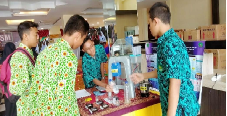 Siswa Madrasah CiptakanTeknologi Pembuat Garam Celtro-G