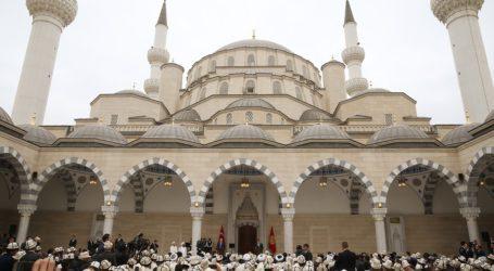 Erdogan Resmikan Masjid di Kirgistan