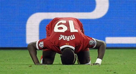 Bintang Muslim Liverpool Sadio Mane Bersihkan Toilet Masjid Usai Menang atas Leicester