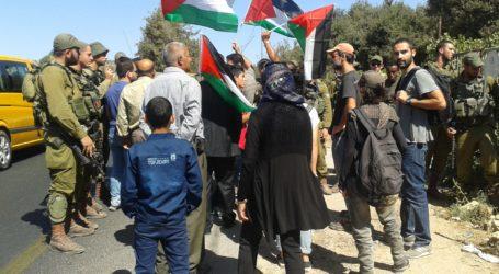 Warga Palestina Menentang Israel yang Menutup Sekolah di Nablus