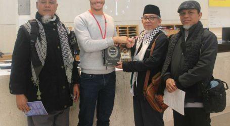 Delegasi Al Fatah Sumbangkan Buku Pada The British Library