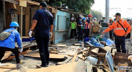 PT KAI Daop 1 Jakarta Tertibkan Petak Jalan Kampung Bandan dan Angke