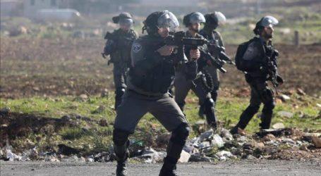 Warga Palestina Lawan Serangan Pasukan Israel di Tepi Barat