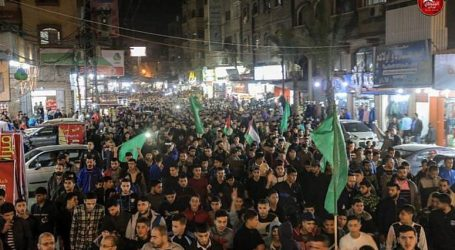 Klaim Menang Perang Dua Hari, Hamas dan Rakyat Gaza Pawai