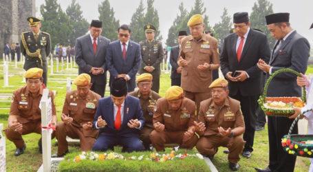 Peringatan Hari Pahlawan Dipimpin Presiden di TMP Cikutra Bandung