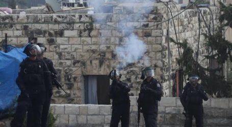 Israel Serang Sekolah dengan Gas Air Mata