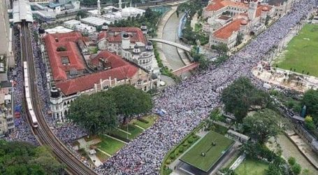 Mahathir Hadapi Aksi Massa Terbesar Pertama