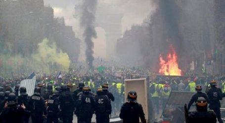 Polisi dan Demonstran Bentrok di Paris, Kendaraan Lapis Baja Dikerahkan