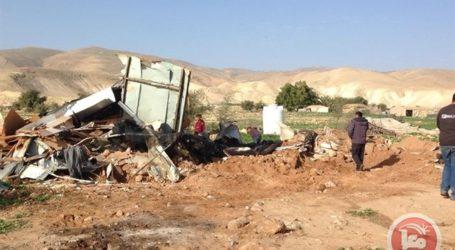 Buldoser Israel Hancurkan Karavan Warga Palestina