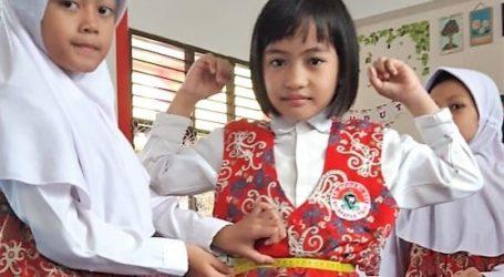 Siswa Kelas Dua SD 001 Balikpapan Timur Dididik Jadi Desainer Fashion