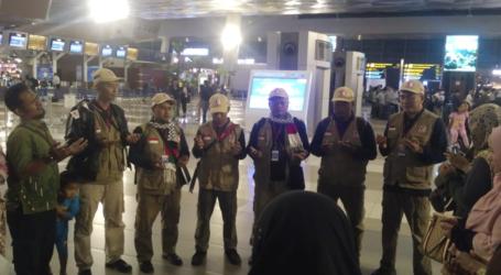 "Air Mata Tumpah di ""Seokarno-Hatta"" Melepas para Mujahid RS Indonesia"