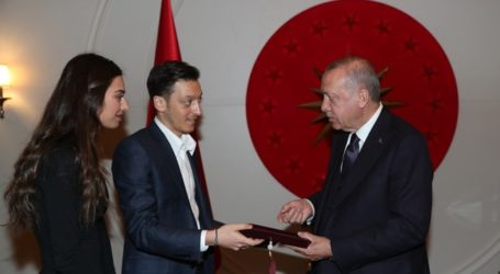 Ozil dan Tunangan Undang Erdogan ke Resepsi Pernikahan Mereka