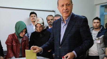 Warga Turki Laksanakan Pemilihan Lokal