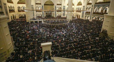 Muslim Turki Rayakan Isra Mi'raj