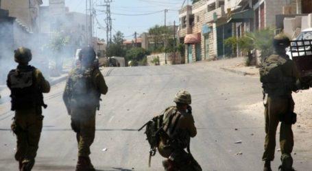 Siswa dan Guru Palestina Sesak Nafas Akibat Serangan Gas Israel