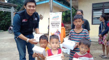 ACT Bagikan 200 Paket Makanan bagi Pemulung di TPA Bakung