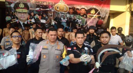 Polisi Dibantu FPI dan Ulama Halau Provokator Kerusuhan Brimob Petamburan