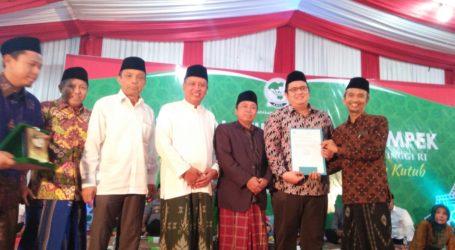 Dorong Dunia Kesehatan, Menristekdikti Beri SK STIKES KHAS Kempek Cirebon