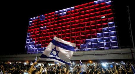 Papan Reklame Anti Israel Dipasang di Jalan Tel Aviv