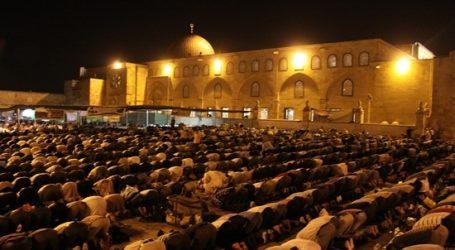 Ratusan Ribu Jamaah Shalat Tarawih di Al-Aqsha