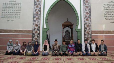 Mahasiswa Jepang Berkunjung ke Pesantren Mahasiswa Al-Hikam Depok
