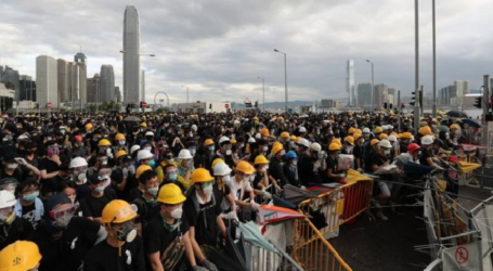 Demonstran Serbu Gedung Dewan Legislatif di Hong Kong