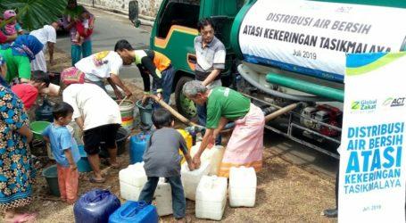ACT Distribusikan 25.000 Liter Air Per Hari ke Wilayah Kekeringan Jabar