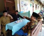 Mudir Shuffah Ponpes Al-Fatah. Mastur, MHI saat mengecek perkembangan Penerimaan santri baru ponpes Al-Fatah Lampung, Senin, (8/7). Photo : Hadis/MINA