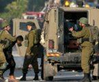 Sejumlah Pemuda Palestina Melawan Serbuan Pasukan Israel di Tepi Barat